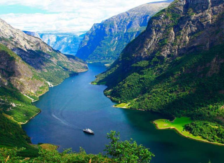 Fiordos Noruegos, Rusia y Capitales Imperiales - Grupal BestWay